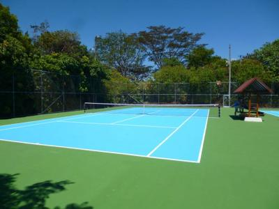 The hotel has two tennis courts accesible to Condominium Bougainvillea residents