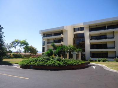 Well paved access to all buildings in condominio Bougainvillea
