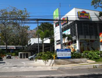 Costa Rica strip mall trend fueled by convenience stores