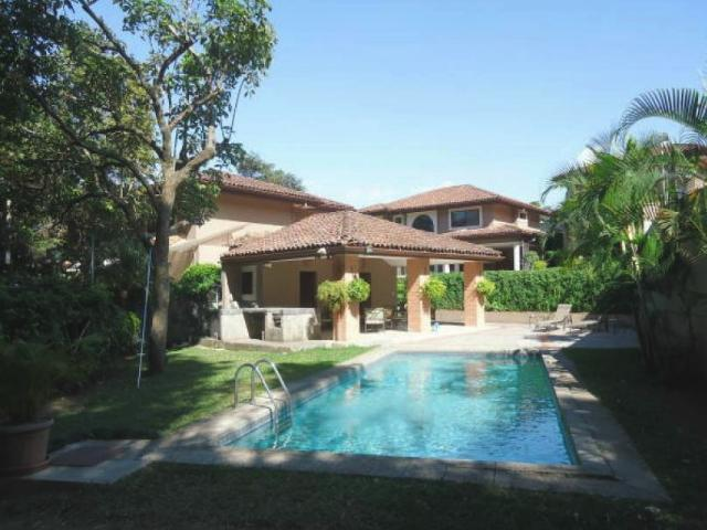 Homes in condominium for rent and for sale in Escazu