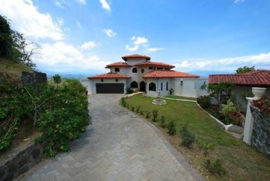 Luxurious Tuscan Villa for Sale