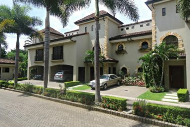 Los Laureles 4 bedroom luxury condo