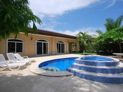 Vacation condos and homes in gated communities for sale in Esterillos