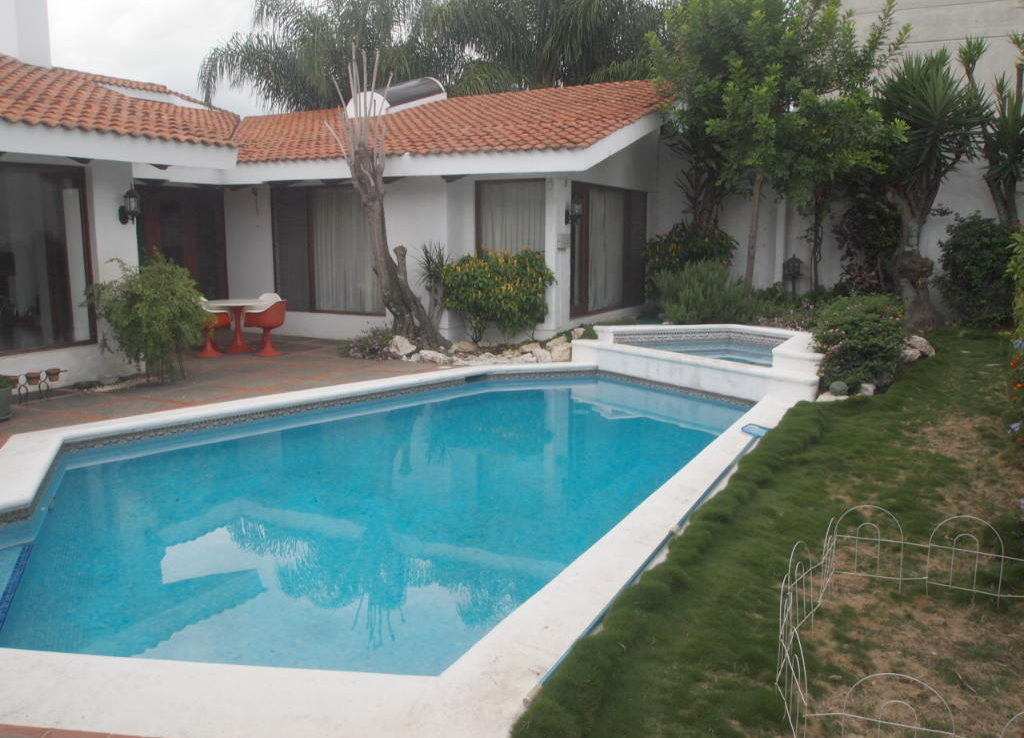 One level single family home for sale in trejos montealegre for One level houses for sale