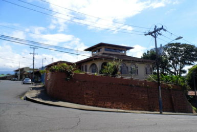 Lovely Sarchi house for sale