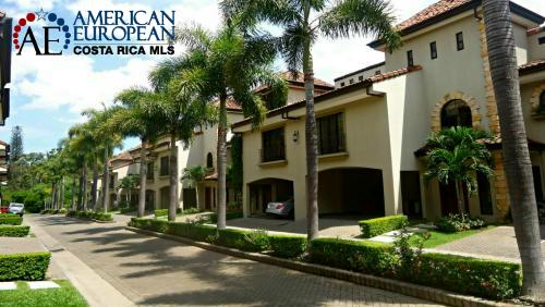 Luxury condominiums in Los Laureles