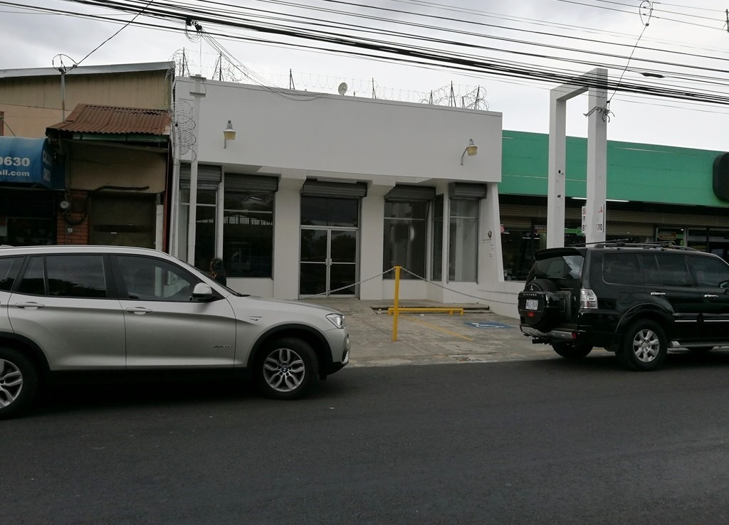 Moravia commercial building for rent