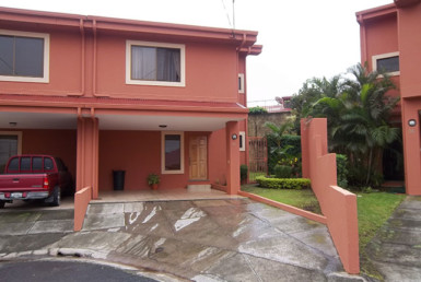 Affordable San Francisco de Heredia townhouse with garden