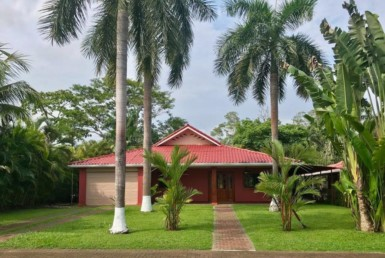 Incredible price tag on home close to the beach in Golf and Country Club
