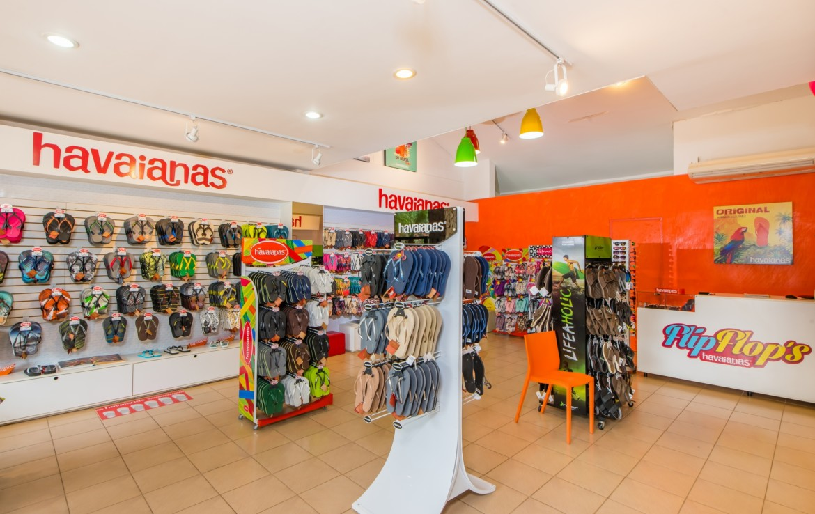 Tamarindo Beach footwear retail business for sale