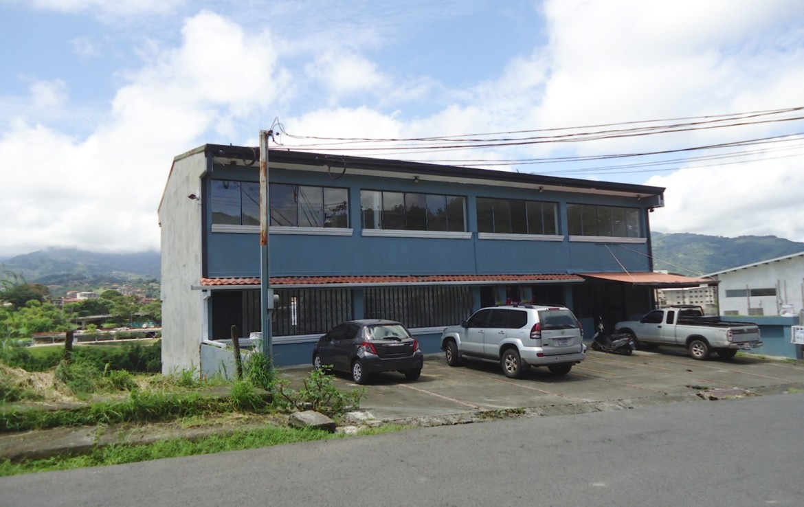 Pavas 3 story office building for rent