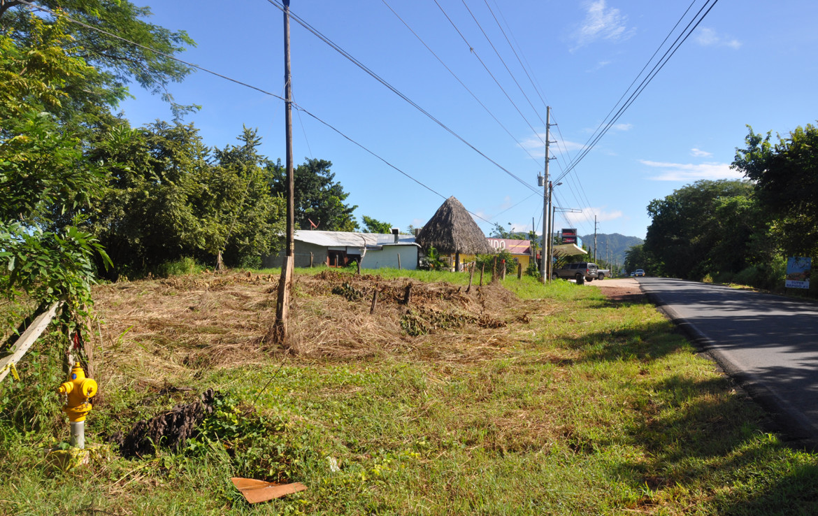 Large multi-purpose building lot in commercial Tamarindo location