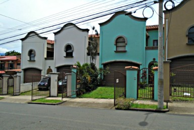 Awfully nice and very private Escazu townhouse