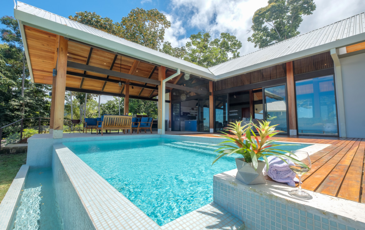 Spectacular 4 Bedroom Uvita Luxury home with Spectacular Views