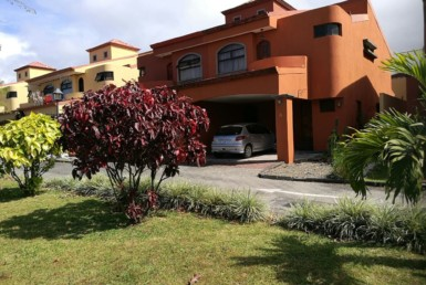 Tibas 3 BR townhouse in nice gated community