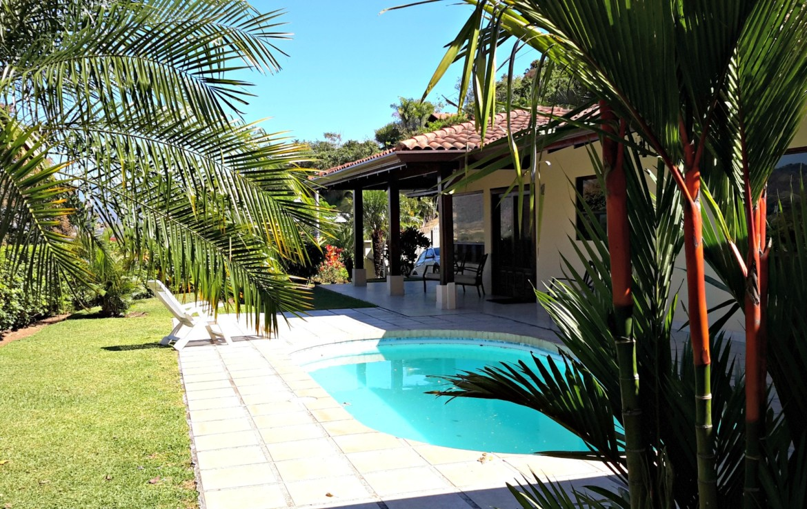 Beautiful Roca Verde home with pool and view
