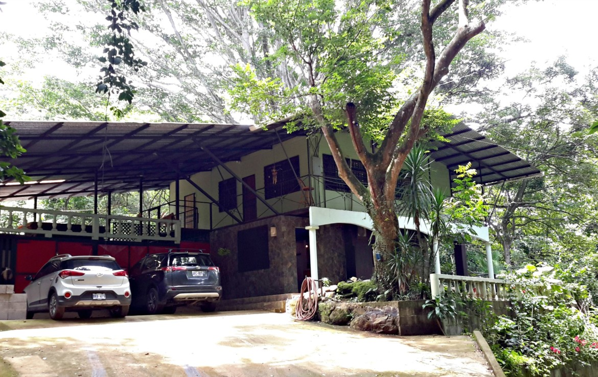 Atenas Jungle House with over 10 acres land to develop