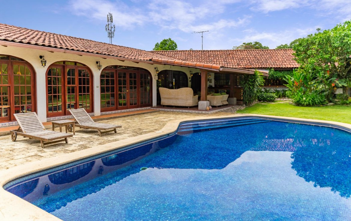 Private Escazu colonial villa with pool and gym in Barrio Maynard