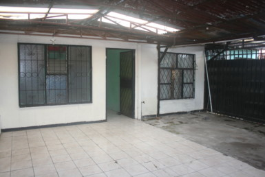 San Sebastian 3 BR house in need of TLC