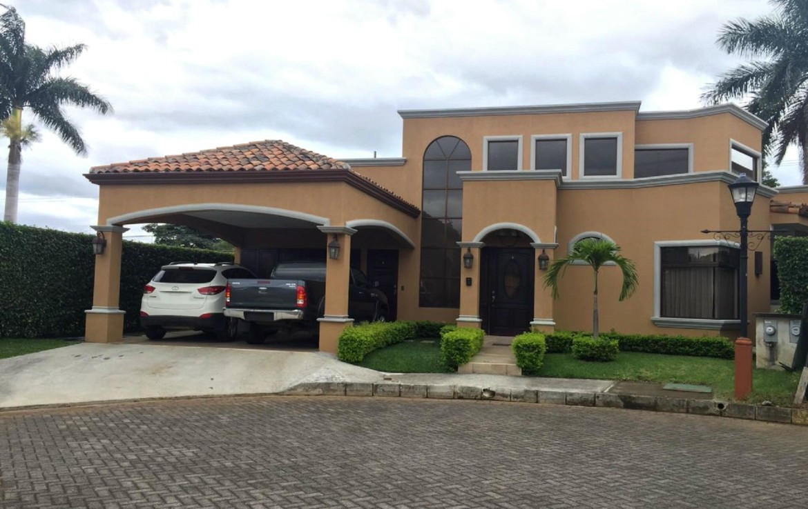 Beautiful 3 BR single story Belen home in a terrific complex with pool