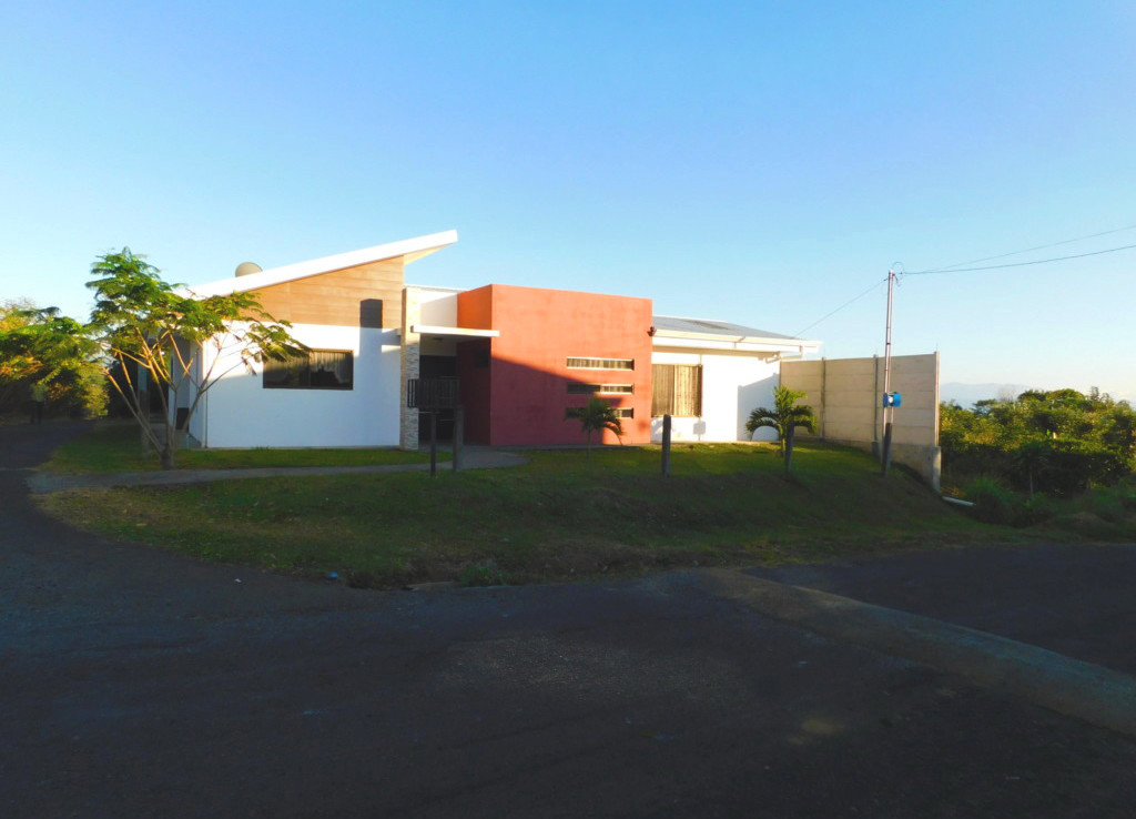 Almost new home for rent in Sarchi Norte.