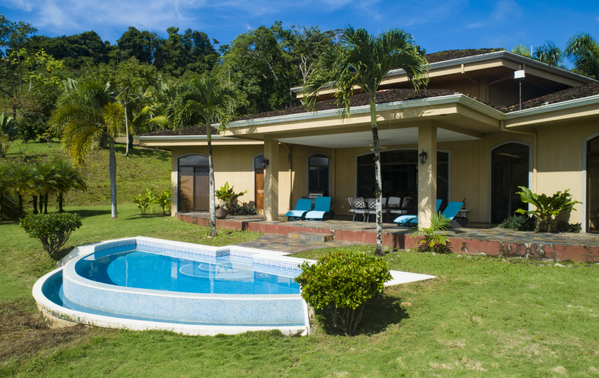 Dominical single story 3 BR luxurious villa in tropical rainforest