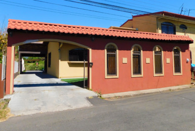 Santa Gertrudis Grecia 3 BR home with small garden and view
