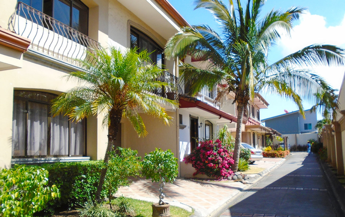 Great Deal Residencial Montana Santa Ana 3 BR home with garden and covered terrace