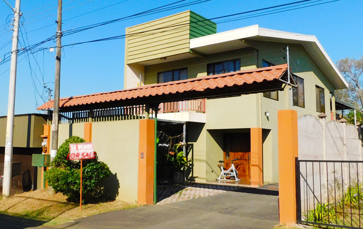 Affordable two story Tacaresde Grecia home