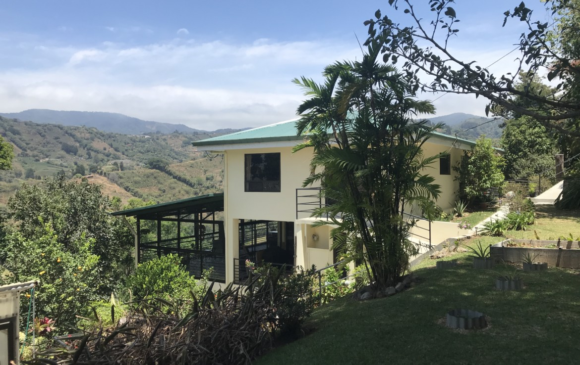 2 BR View Home, Guest Quarters and Workshop Nestled in Grecia Mountains