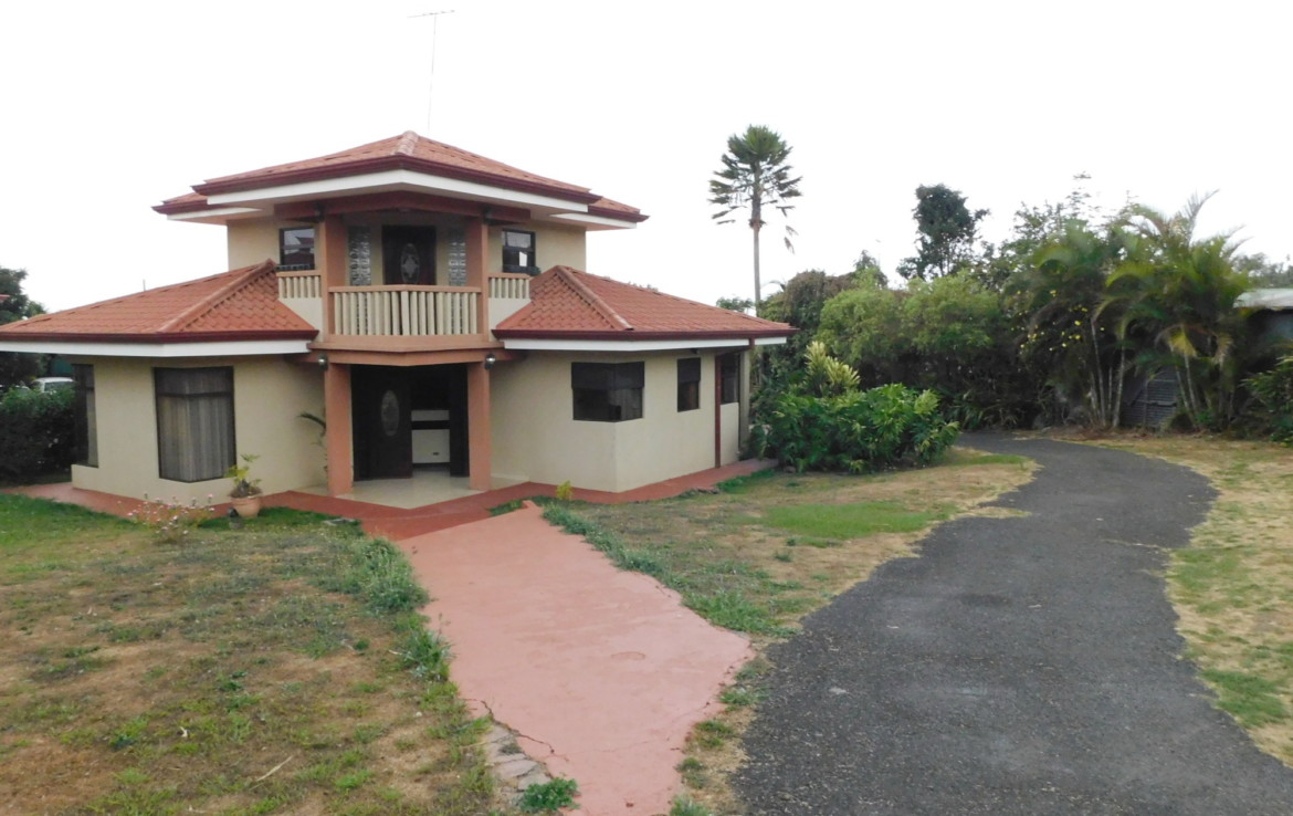 Two story 3 BR totally furnished Sarchi house in nice neighborhood
