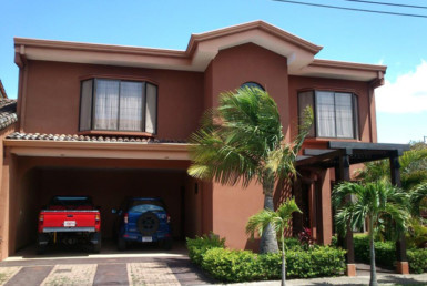 Beautiful San Joaquin de Flores 3 BR townhouse in gated community