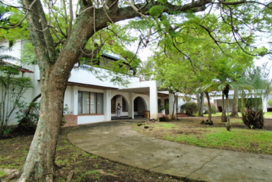 Los Laureles Escazu 6 BR home with pool needs TLC