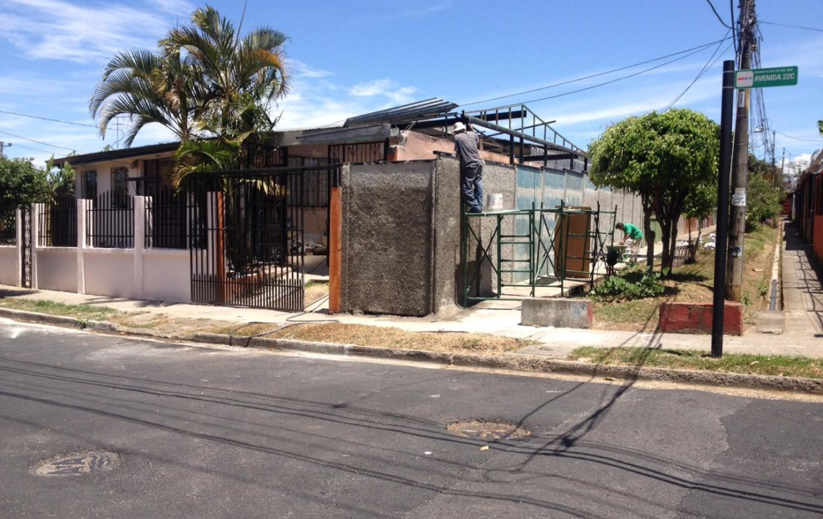 Fire sale great looking 4 BR house in Hatillo 7.