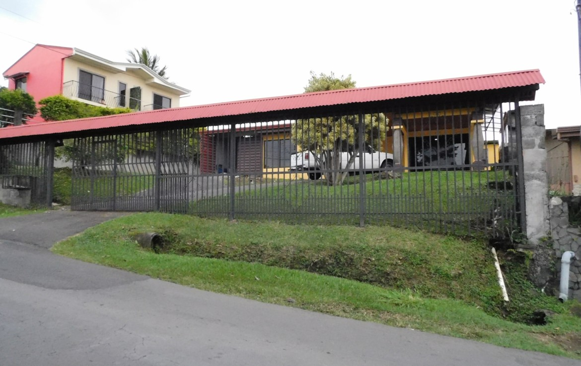 Newly remodeled 3 BR unfurnished Grecia house for rent excellent location