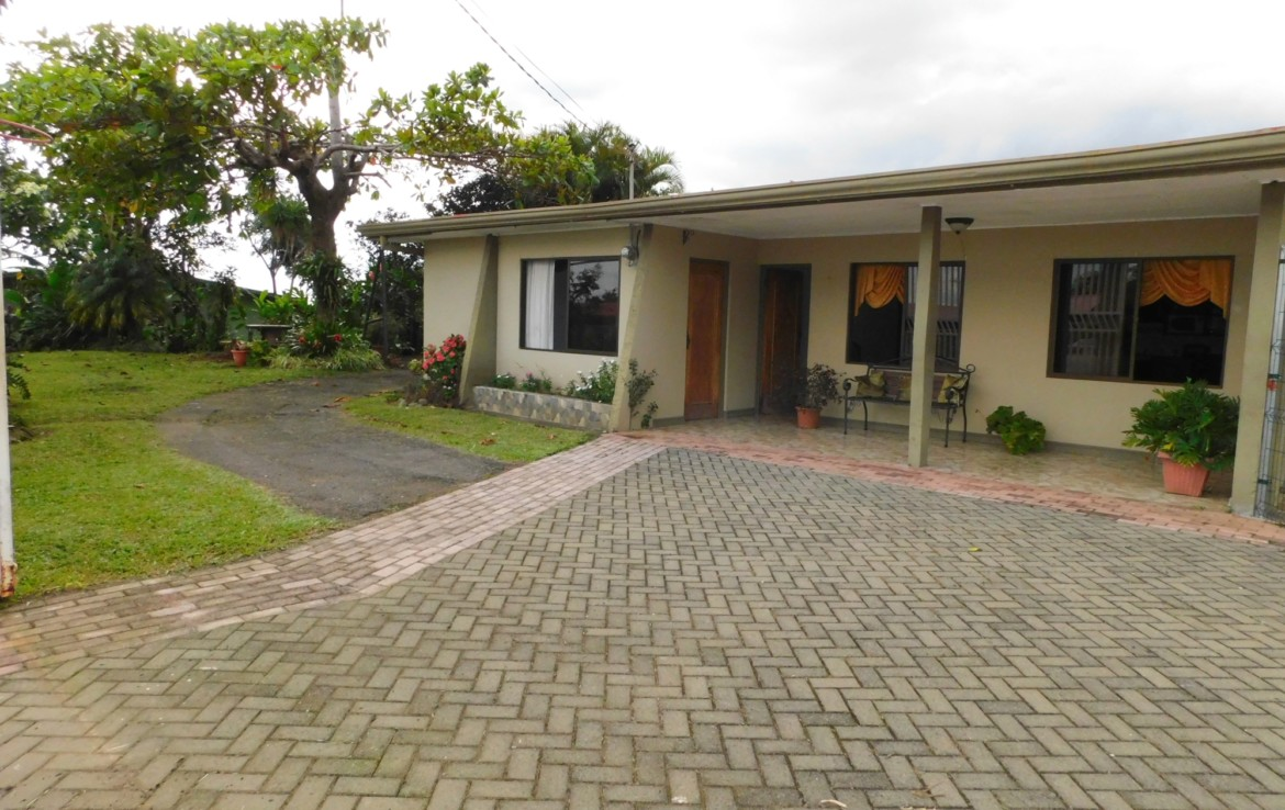 Furnished Grecia 2 BR Home with green area utilities included