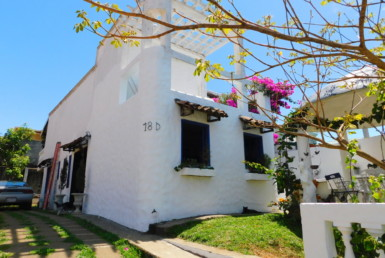 Furnished Cozy Mediterranean style 2 BR Home walk to town
