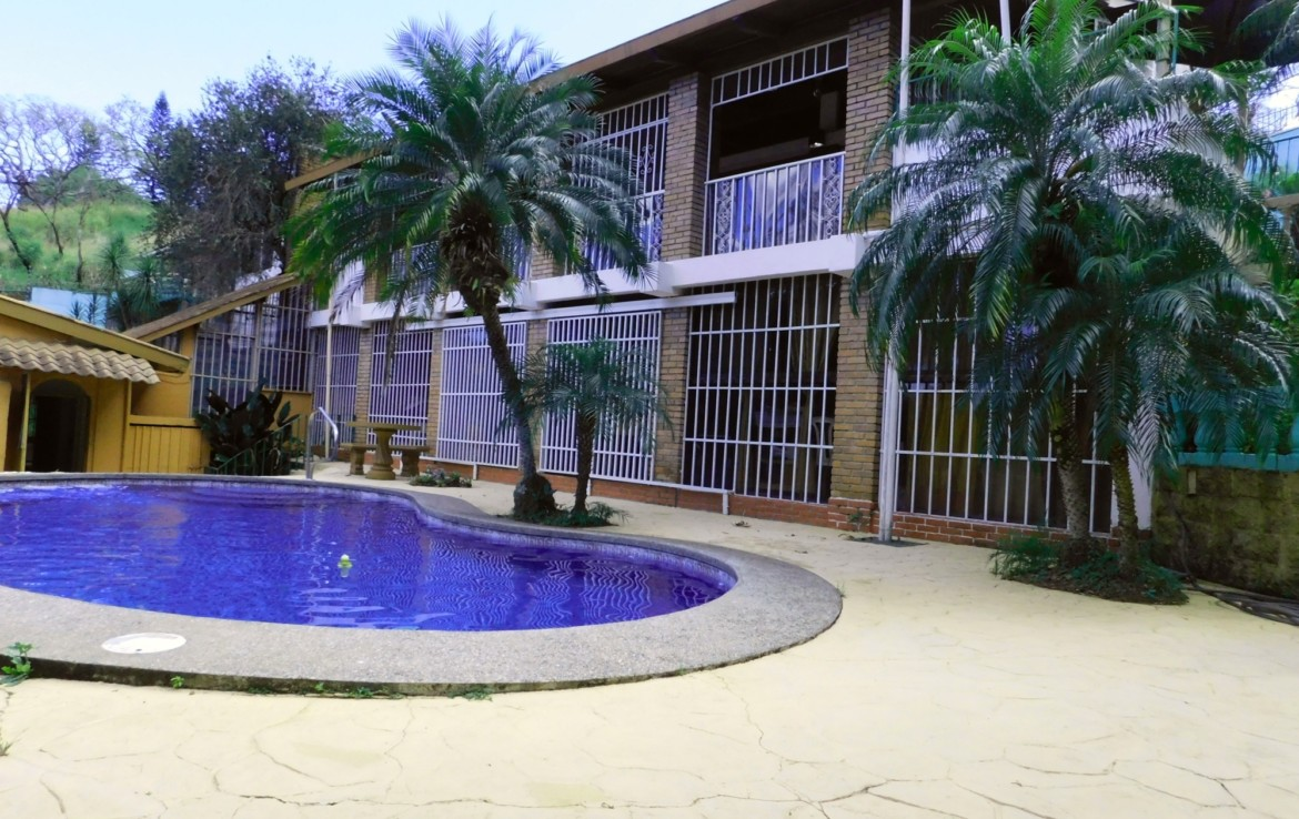 Bargain Alajuela 5 BR Home with B and B Potential near Airport