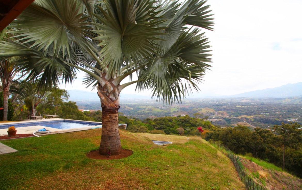 Exceptional Atenas Roca Verde Home in great location – Almost 6 acre all fenced property