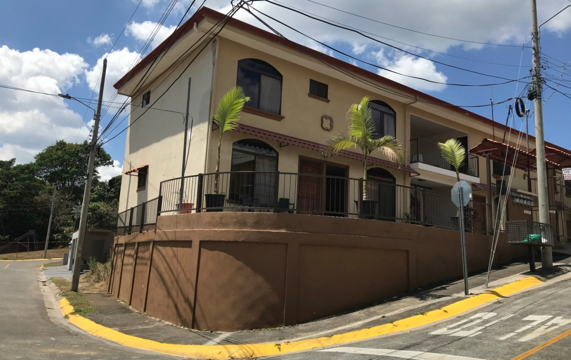 Fully Furnished Grecia Studio Apartment walk to town for rent