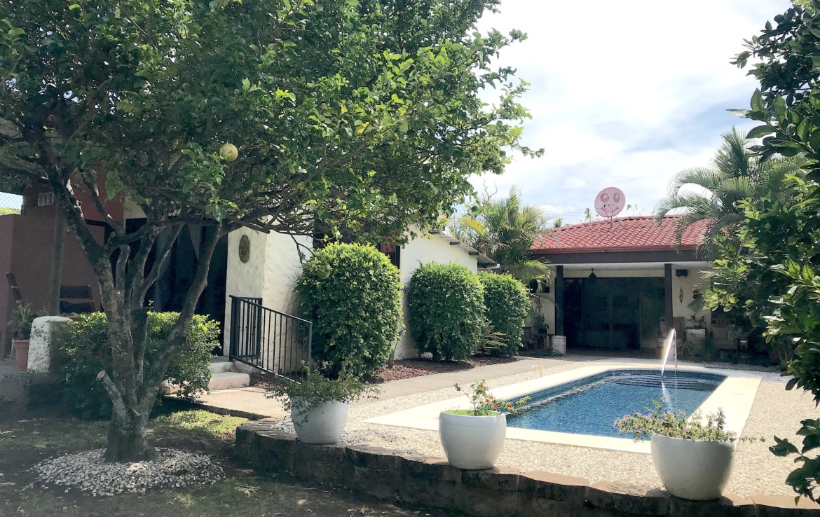 Furnished 3 BR Grecia Ranch Home with Pool and Guest House