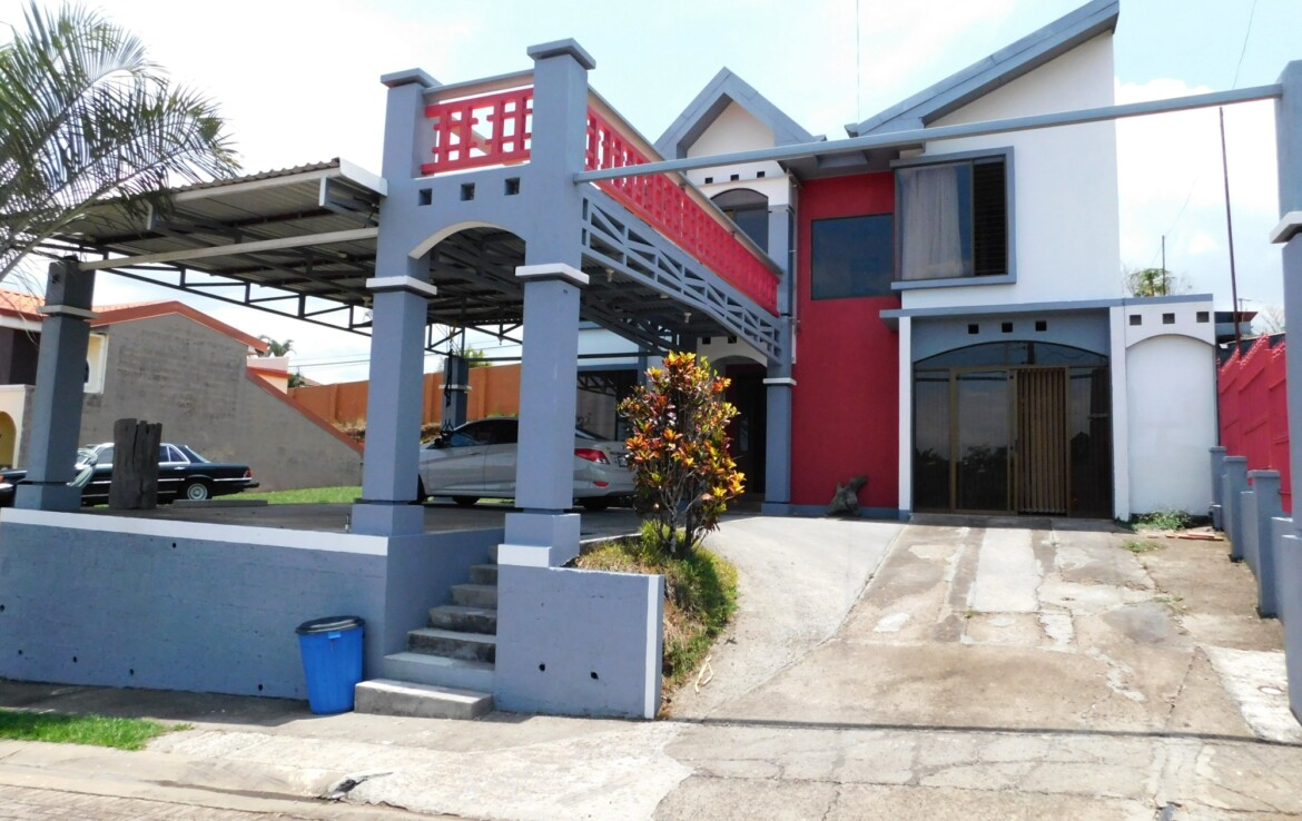 2 Story Townhouse in Condominium 5 min from Grecia town