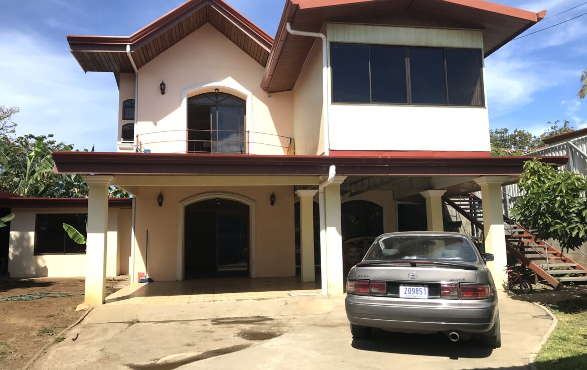 Bargain 5 BR Naranjo with Potential to convert into apartments