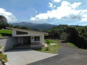 Furnished 2 BR Grecia view house with access to the river
