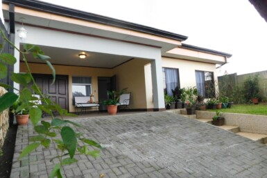 Pretty and comfortable Furnished 2 BR Grecia home for rent