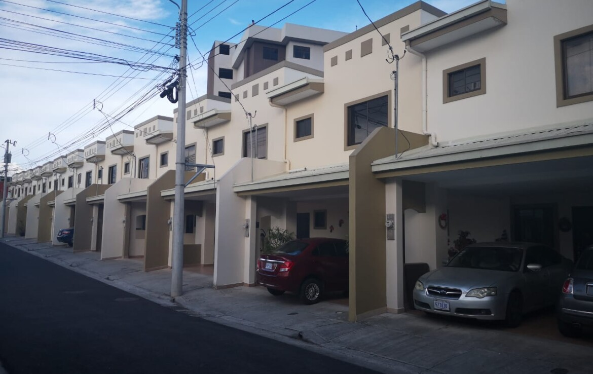 Hatillo 2 BR Townhouse in gated community