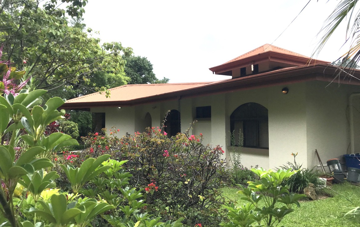 Fully Furnished 3 BR Home on over 3 acres in Grecia