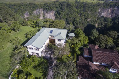 Furnished Brasil de Mora 3 BR House plus two apartments on canyon