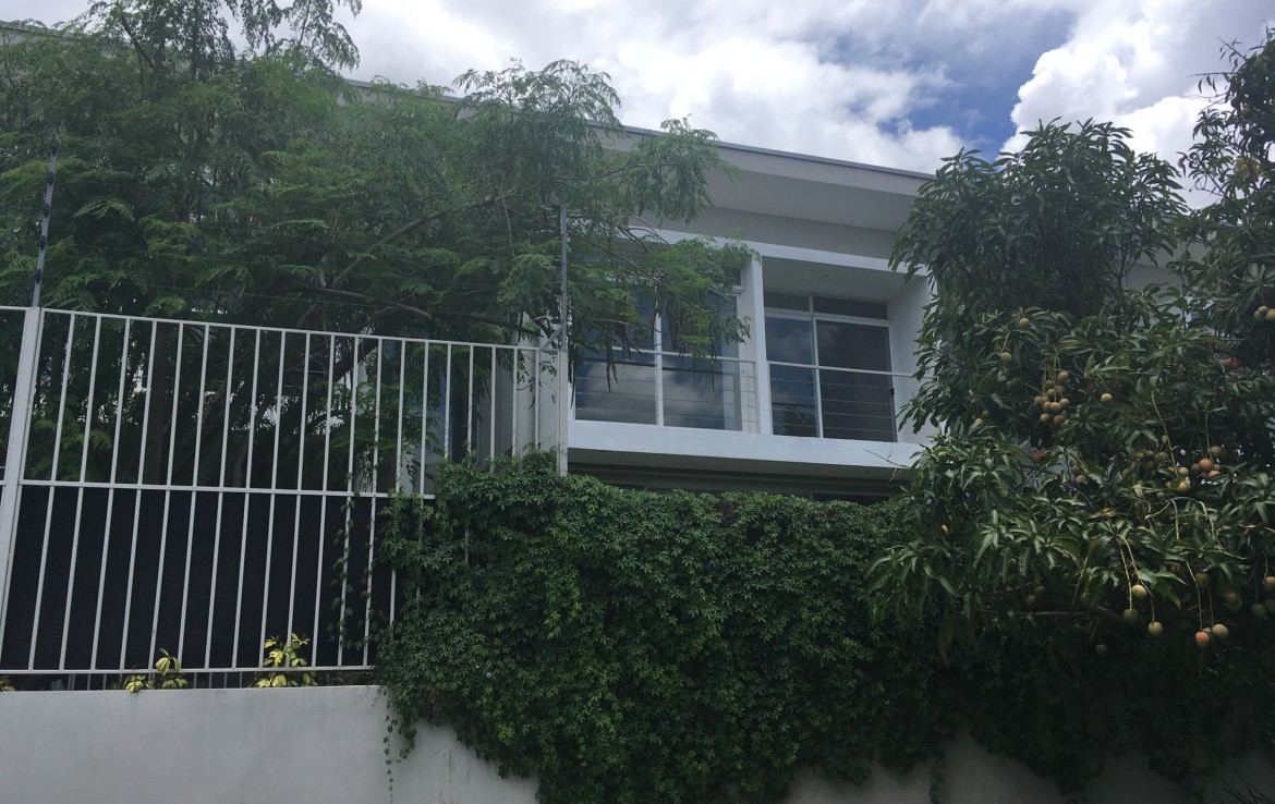 Unique modern contemporary 2 BR Santa Ana townhouse with large garden